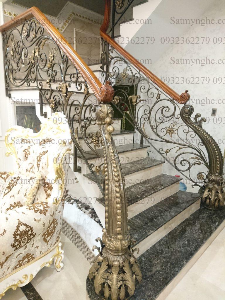 168cd0a3fb7e1d20446f 768x1024 - 100+ mẫu lan can-cầu thang sắt nghệ thuật cổ điển đẹp xuất sắc