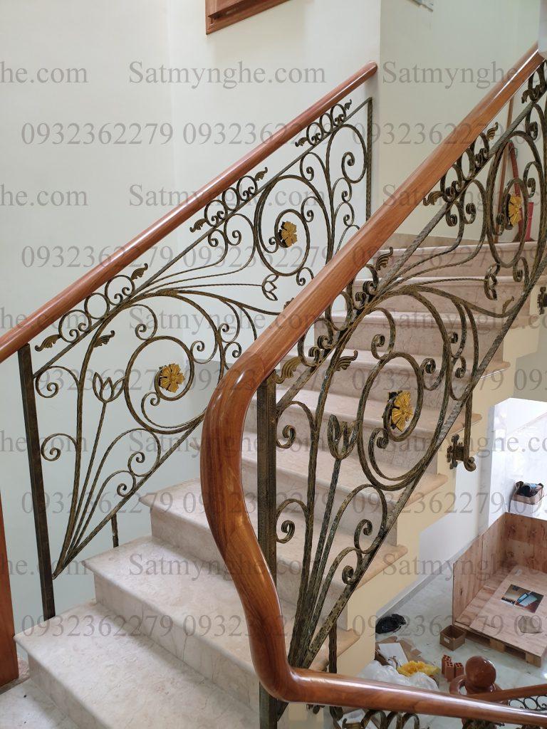 24b7fd8b75599307ca48 768x1024 - 100+ mẫu lan can-cầu thang sắt nghệ thuật cổ điển đẹp xuất sắc