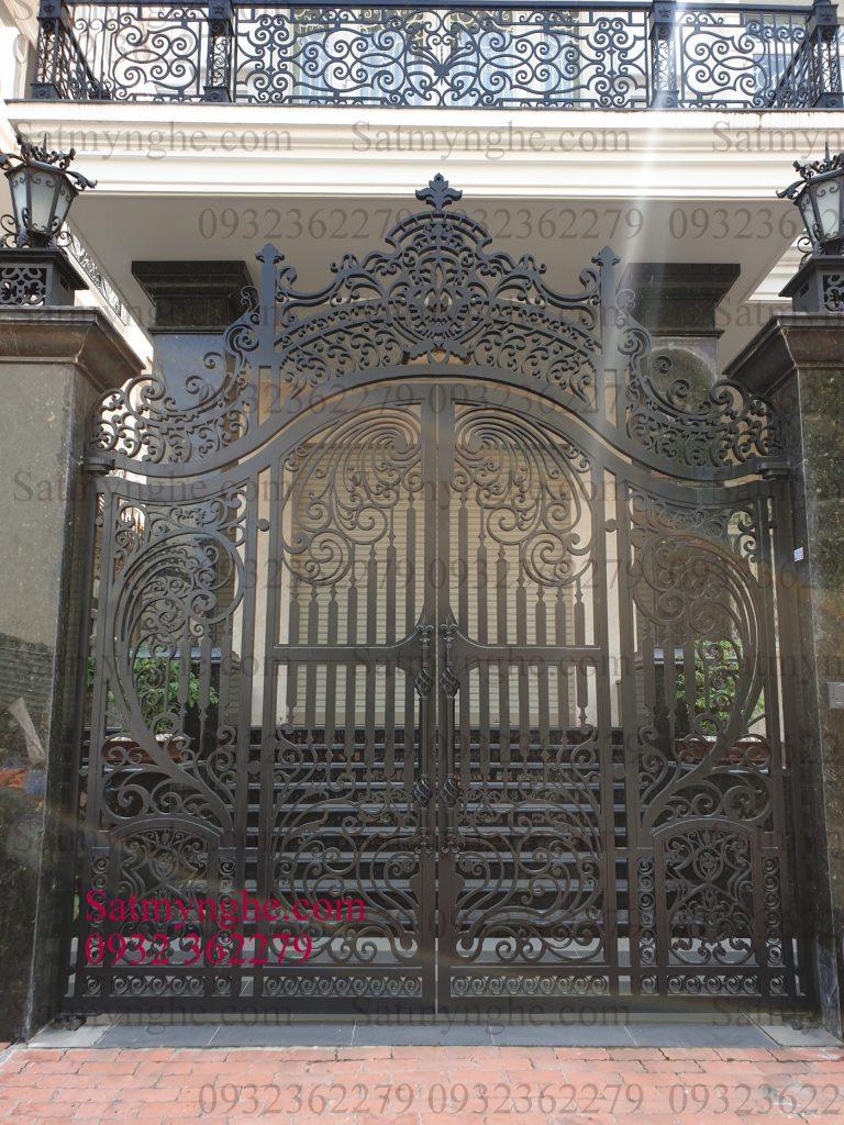 2b1c08818e53680d3142 768x1024 - Những mẫu cửa cổng sắt mỹ thuật đẹp nhất-cửa cổng biệt thự