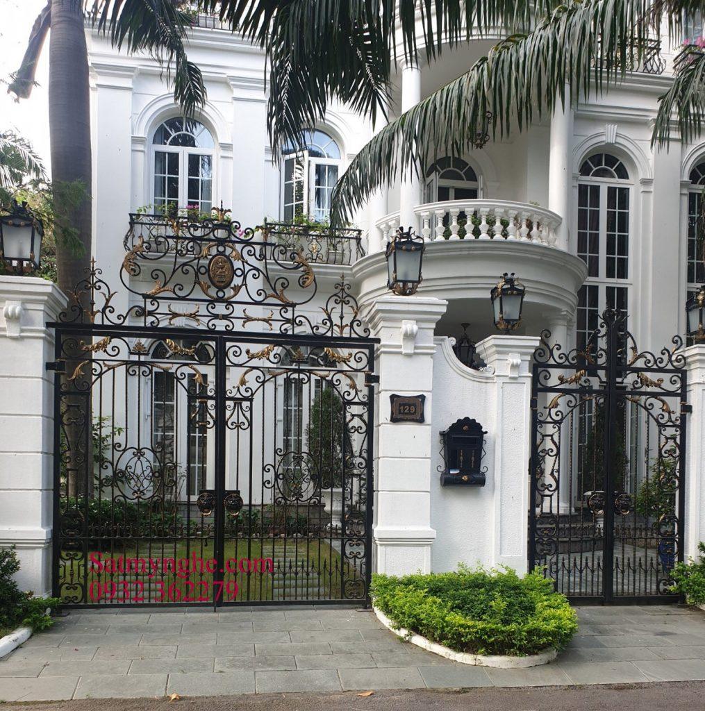 3ab02fa2a470422e1b61 1015x1024 - Những mẫu cửa cổng sắt mỹ thuật đẹp nhất-cửa cổng biệt thự