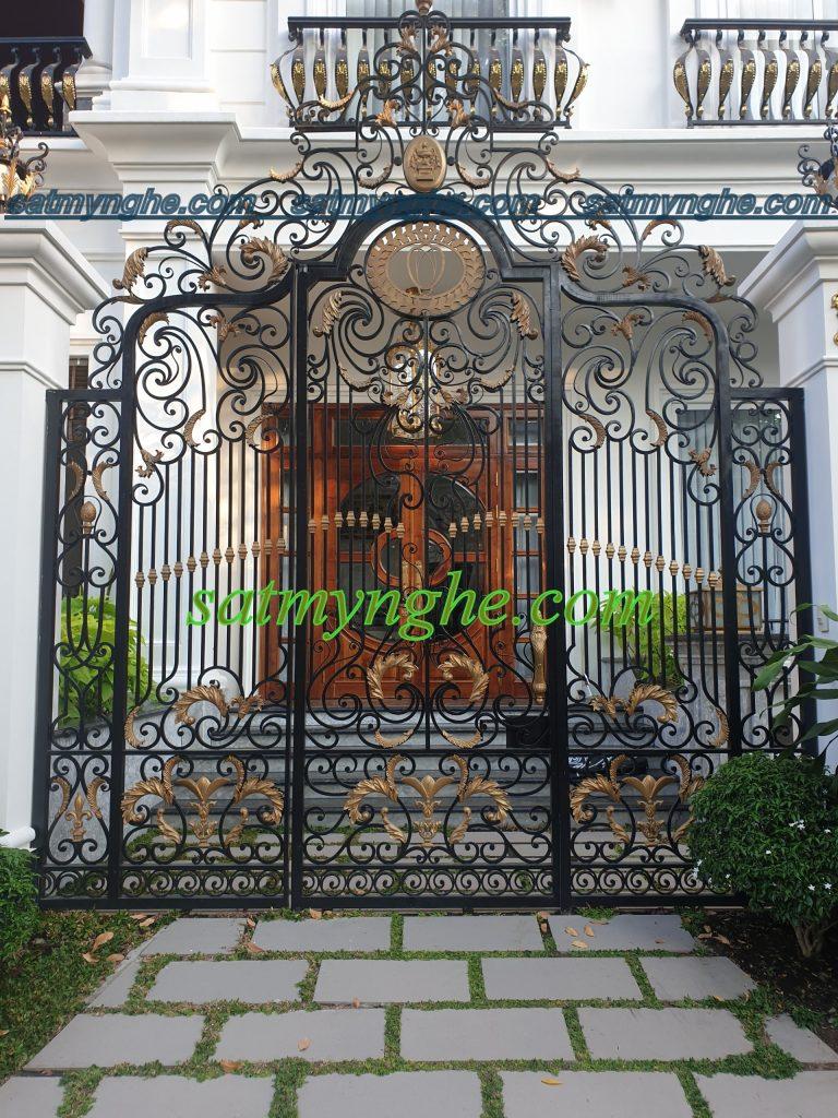 cs 45 768x1024 - Vì sao nên chọn cổng sắt mỹ thuật trang trí cho ngôi nhà bạn?