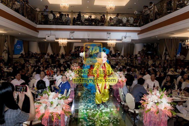 gia cong sat my nghe 09 - Công trình Emerald Center Wedding - Convention & Events